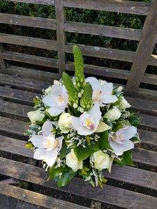 Biedemeier bloemstuk Wit