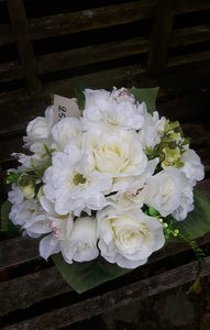 Biedemeier bloemstuk in vaas Wit